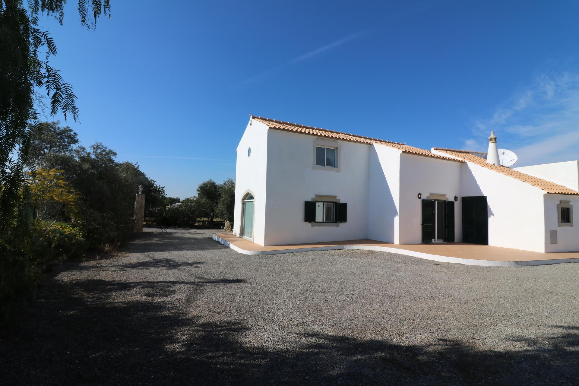5 Bedroom Villa Sao Bras de Alportel, Central Algarve Ref: JV10326