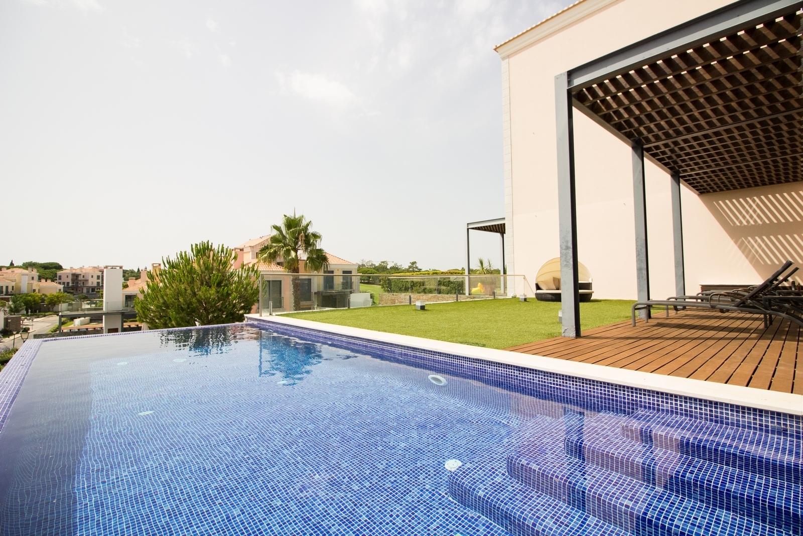 3 Bedroom Apartment Vale do Lobo, Central Algarve Ref: PA3379