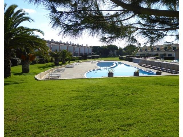 3 Bedroom Villa Cascais, Lisbon Ref: AVM160