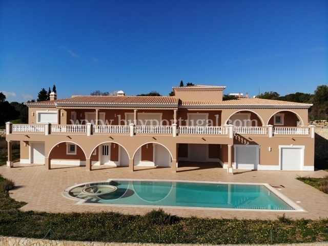 6 Bedroom Villa Praia da Luz, Western Algarve Ref: GV561
