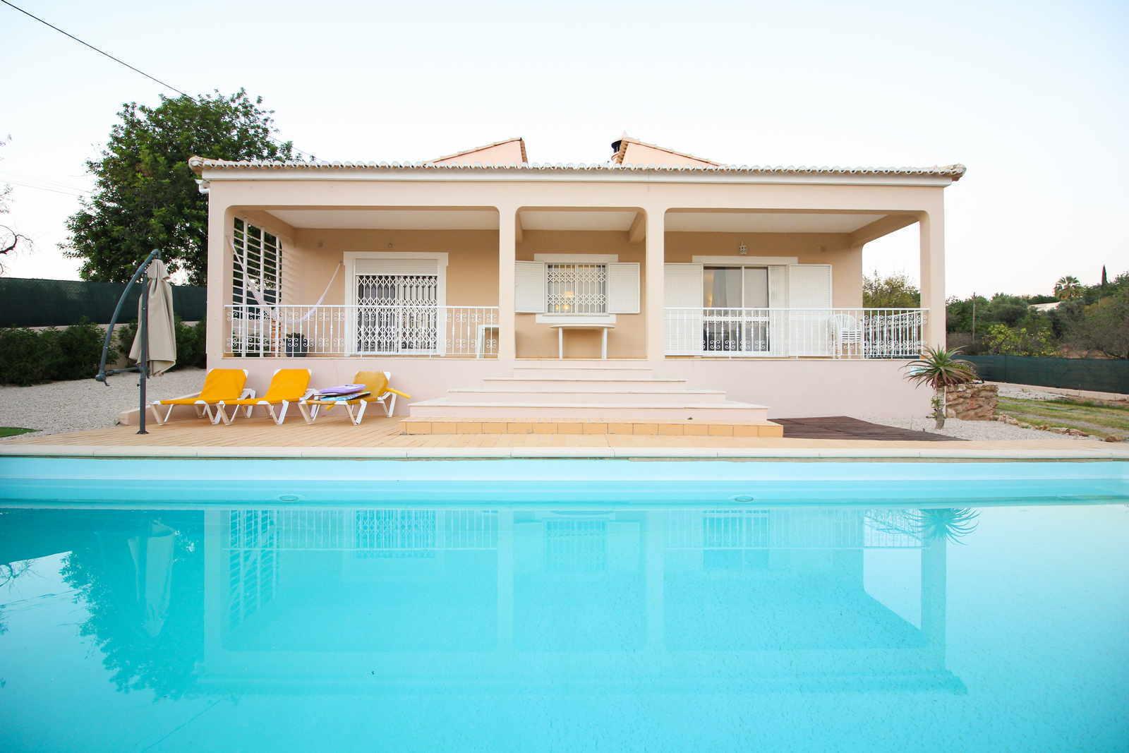 3 Bedroom Villa Loule, Central Algarve Ref: PV3396
