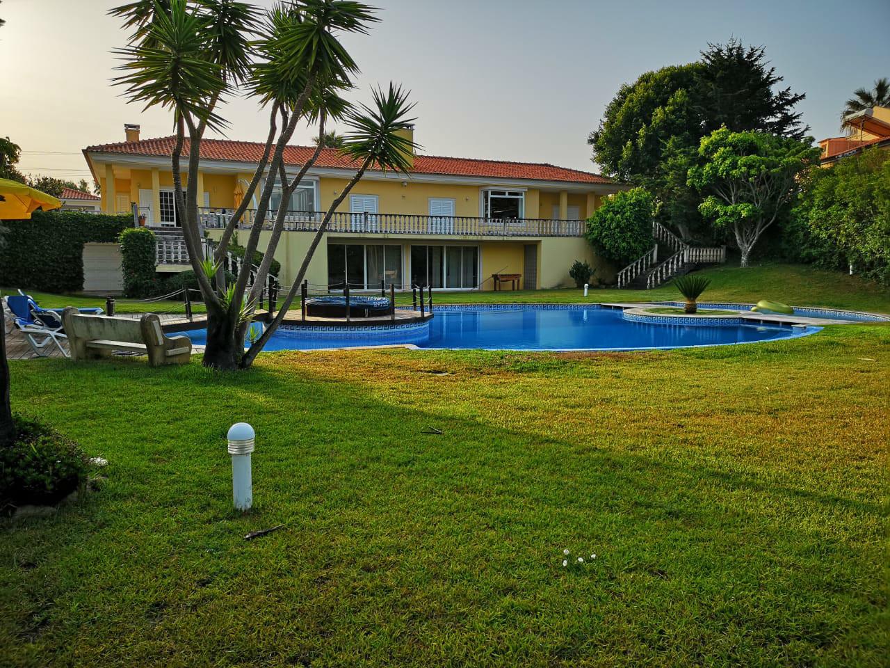6 Bedroom Villa Cascais, Lisbon Ref: AVI304