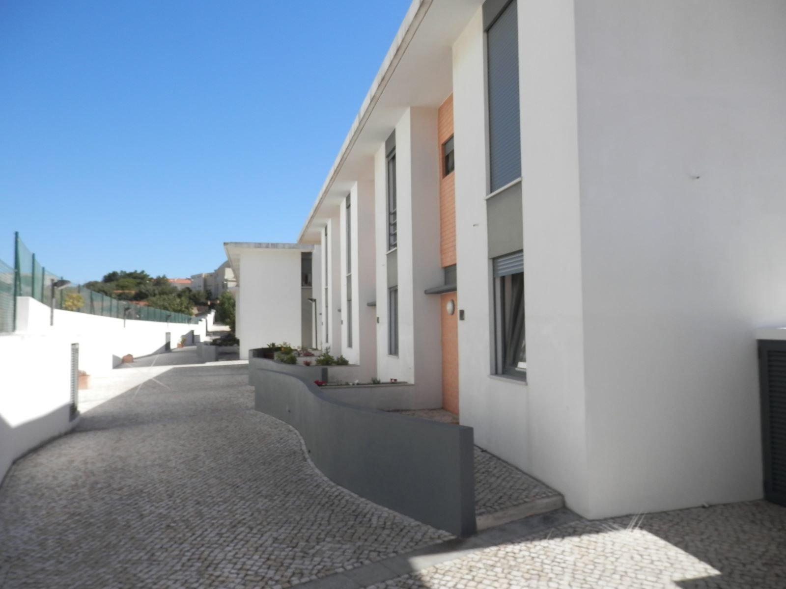3 Bedroom Villa Cascais, Lisbon Ref: AVI307