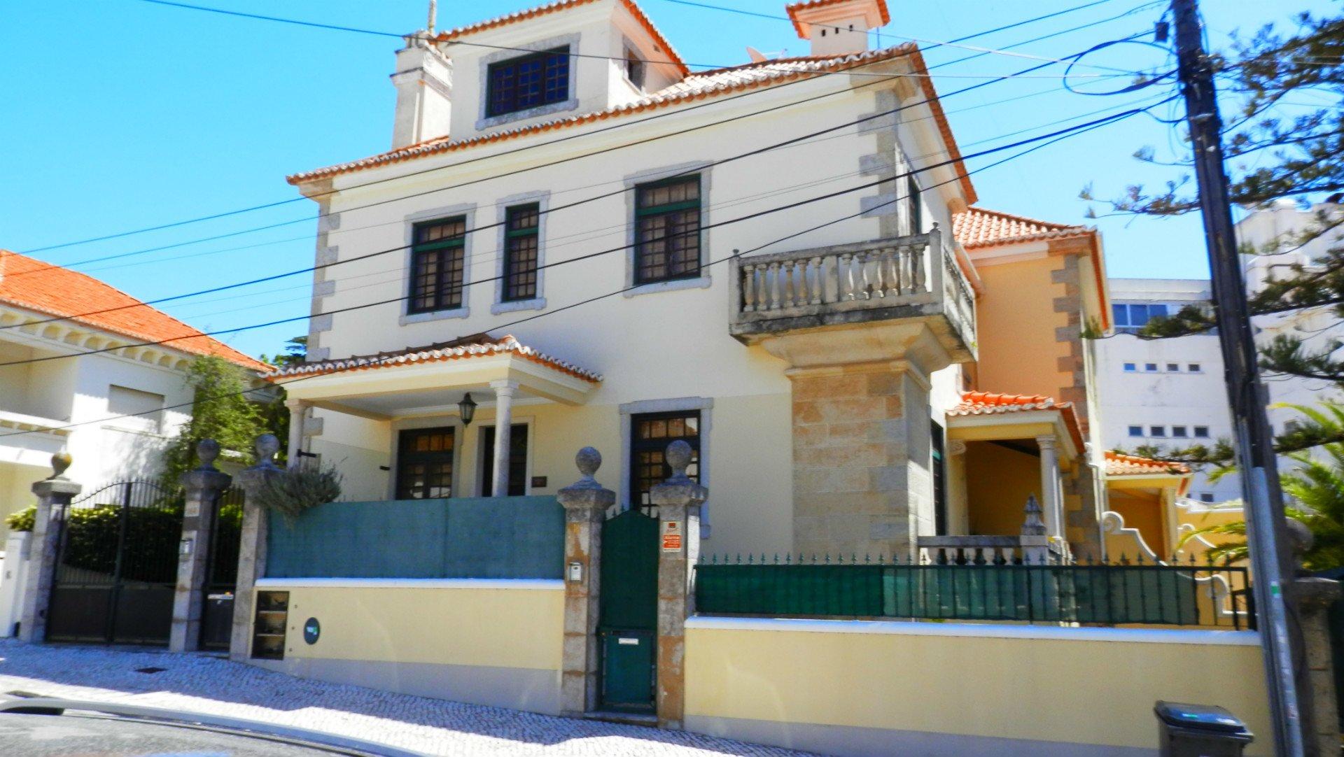 3 Bedroom Villa Cascais, Lisbon Ref: AVI308