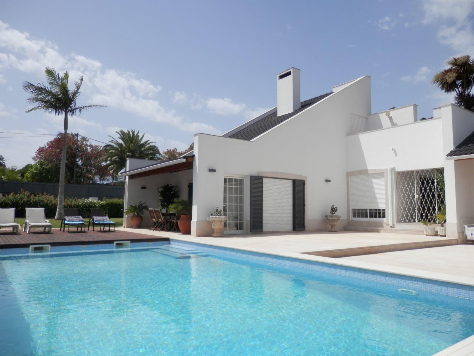 3 Bedroom Villa Cascais, Lisbon Ref: AVI309