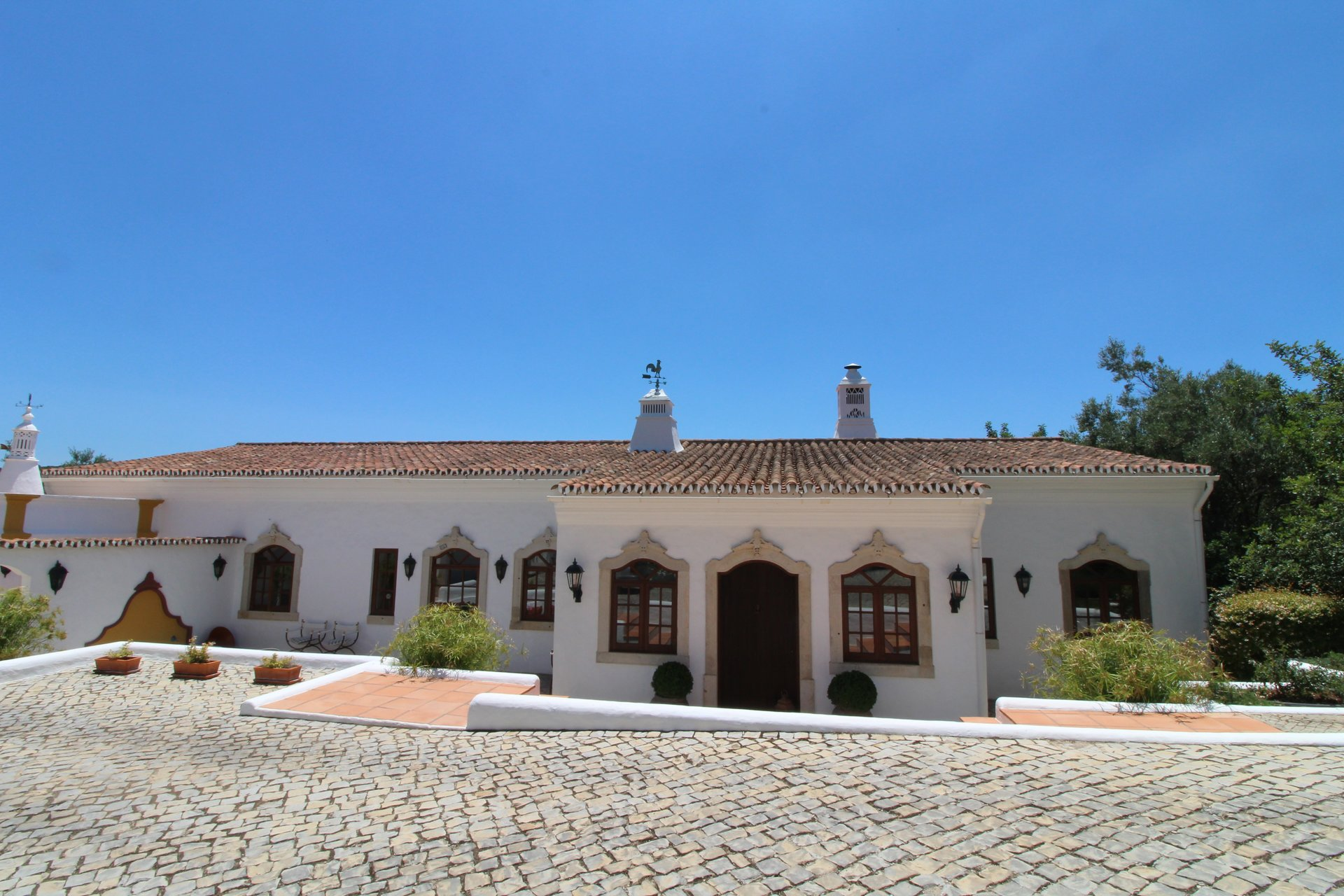 4 Bedroom Villa Loule, Central Algarve Ref: MV21325