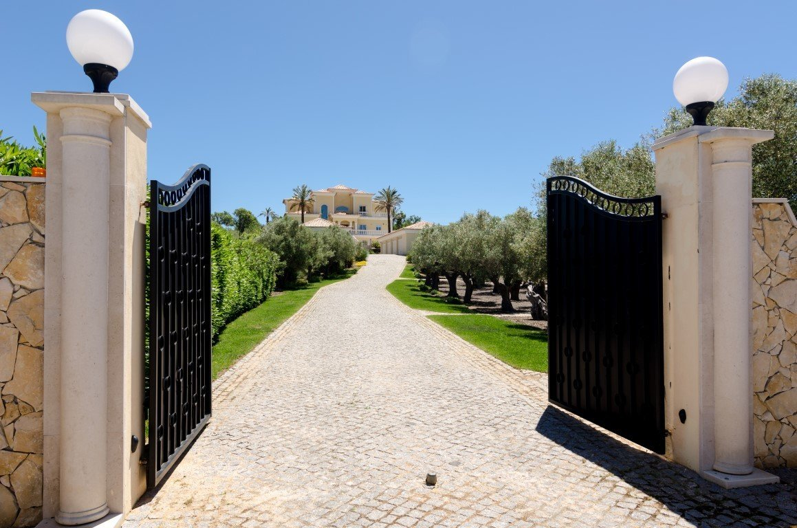 5 Bedroom Villa Praia da Luz, Western Algarve Ref: GV563