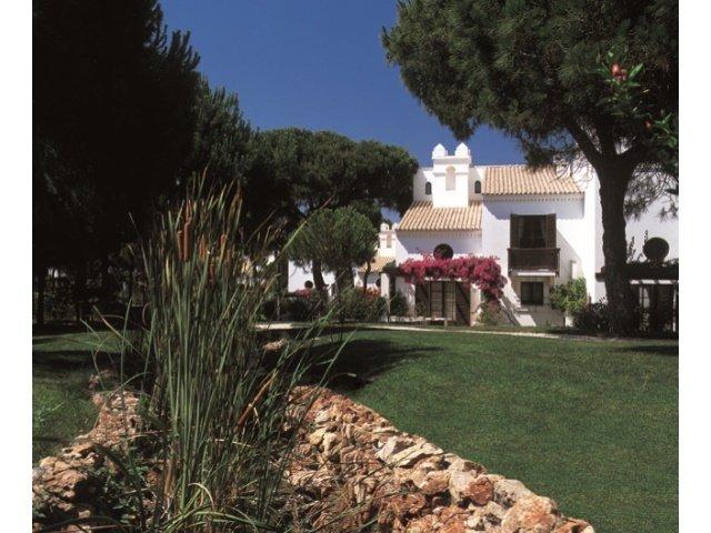 2 Bedroom Townhouse Albufeira, Central Algarve Ref: AVA27