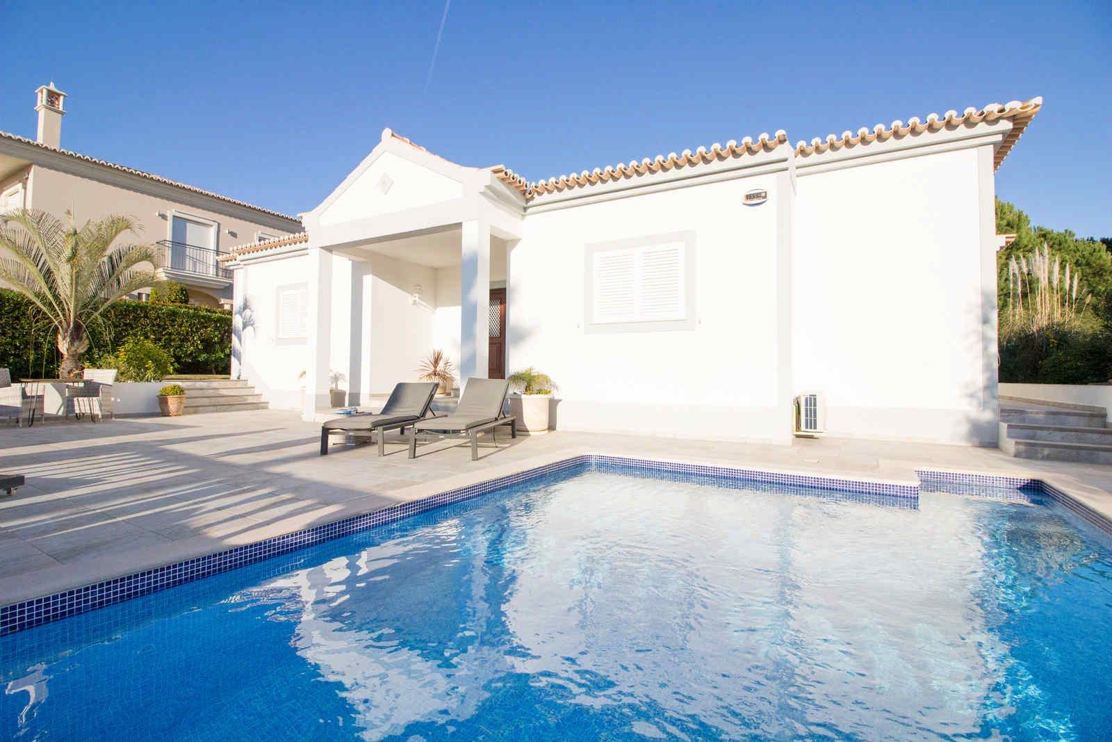 4 Bedroom Villa Almancil, Central Algarve Ref: PV3466