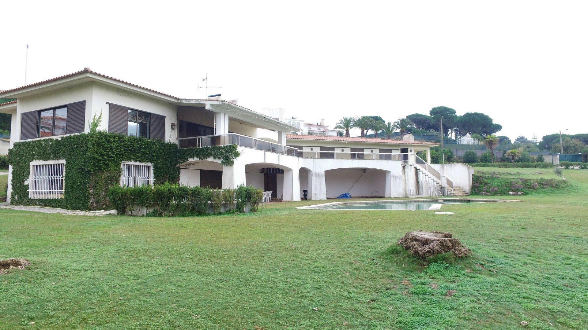 6 Bedroom Villa Cascais, Lisbon Ref: AVI317