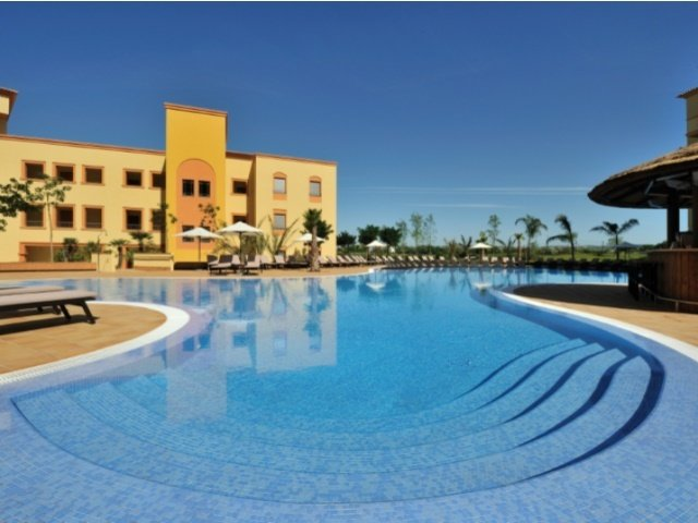 3 Bedroom Apartment Vilamoura, Central Algarve Ref: AAA38