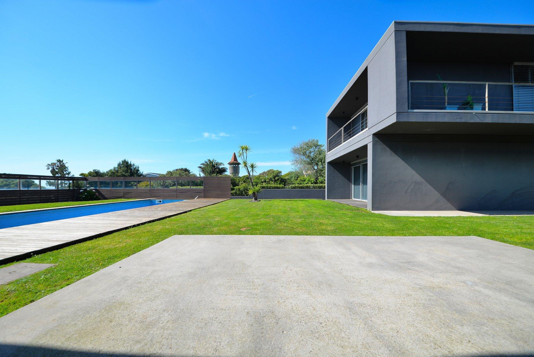6 Bedroom Villa Vila Nova de Gaia, Porto Ref: AVP40