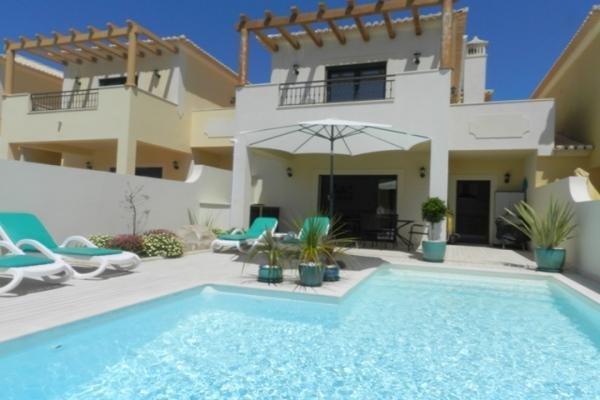 2 Bedroom Townhouse Burgau, Western Algarve Ref: GV570