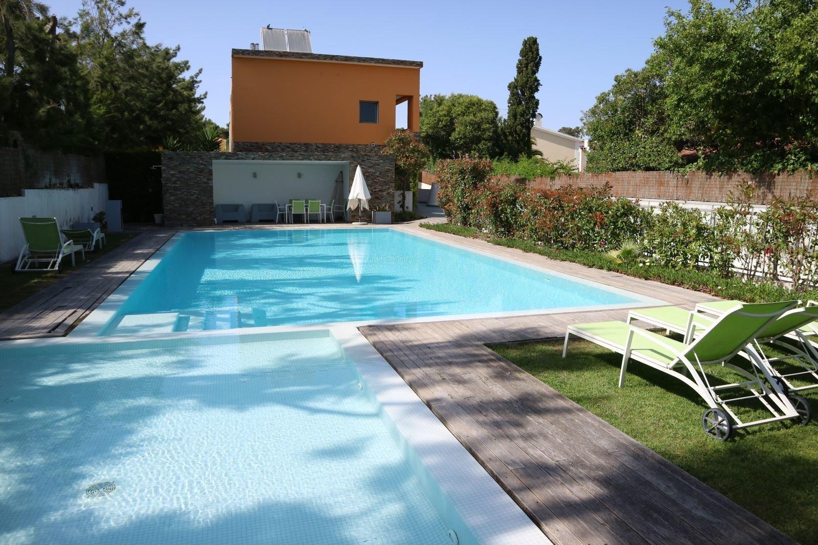 4 Bedroom Villa Cascais, Lisbon Ref: AVI324