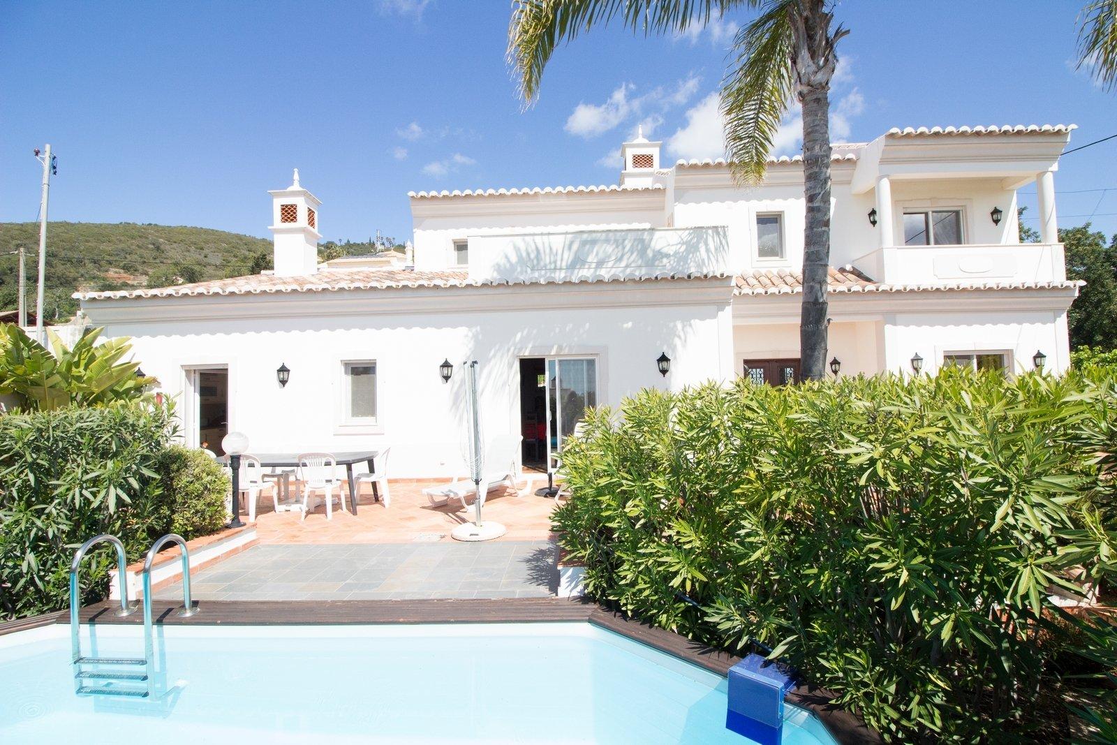 4 Bedroom Villa Santa Barbara de Nexe, Central Algarve Ref: PV3342