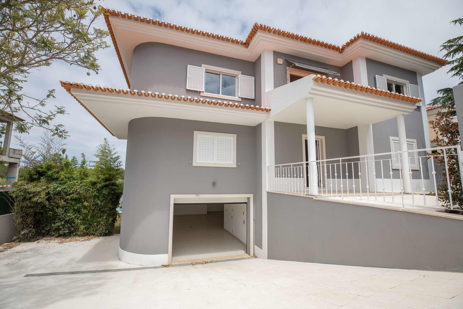 5 Bedroom Villa Cascais, Lisbon Ref: AVI325