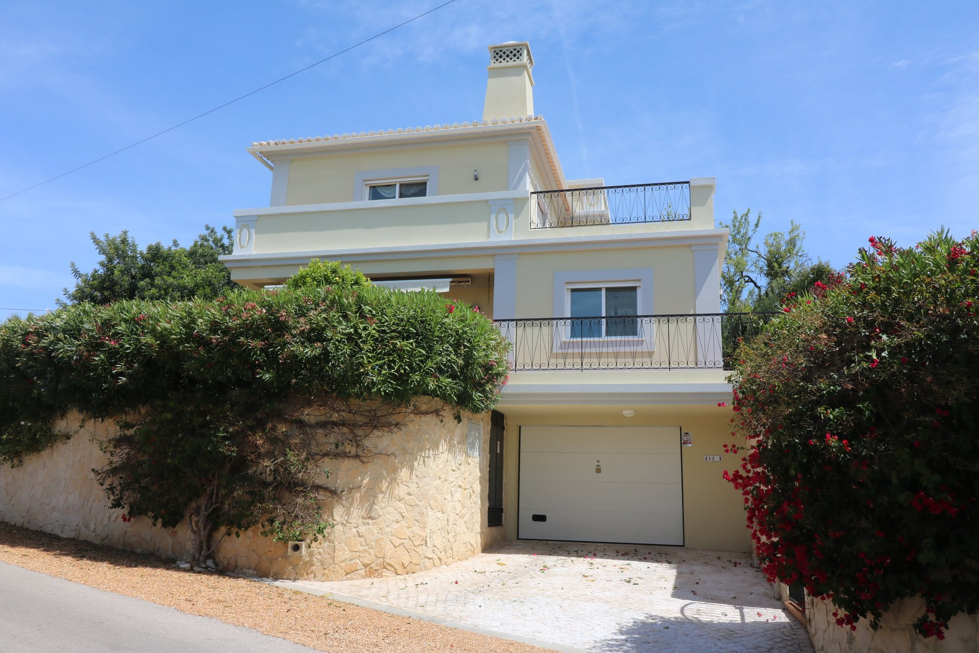 3 Bedroom Villa Santa Barbara de Nexe, Central Algarve Ref: JV10358