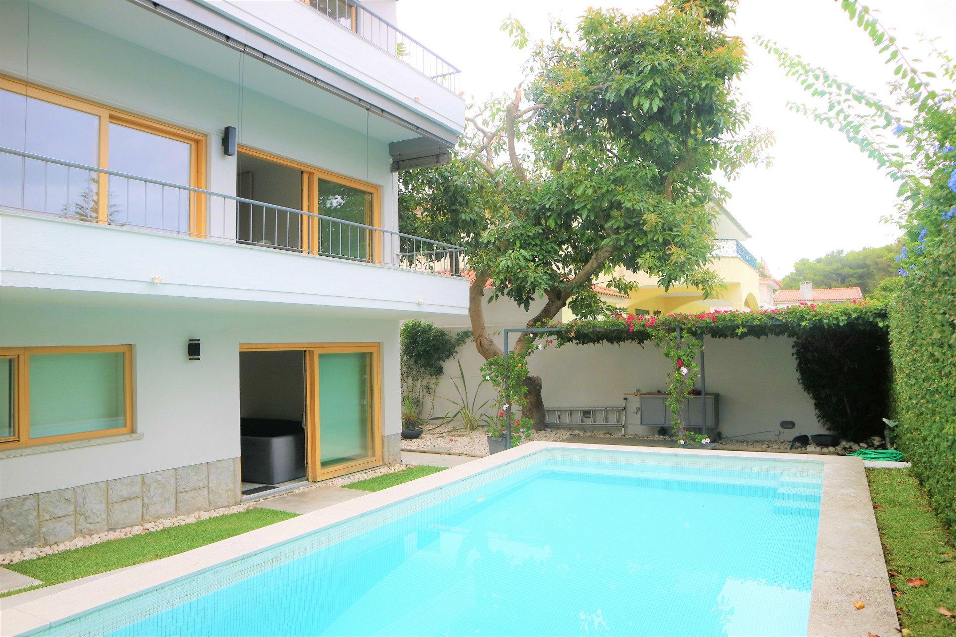 5 Bedroom Villa Cascais, Lisbon Ref: AVI326