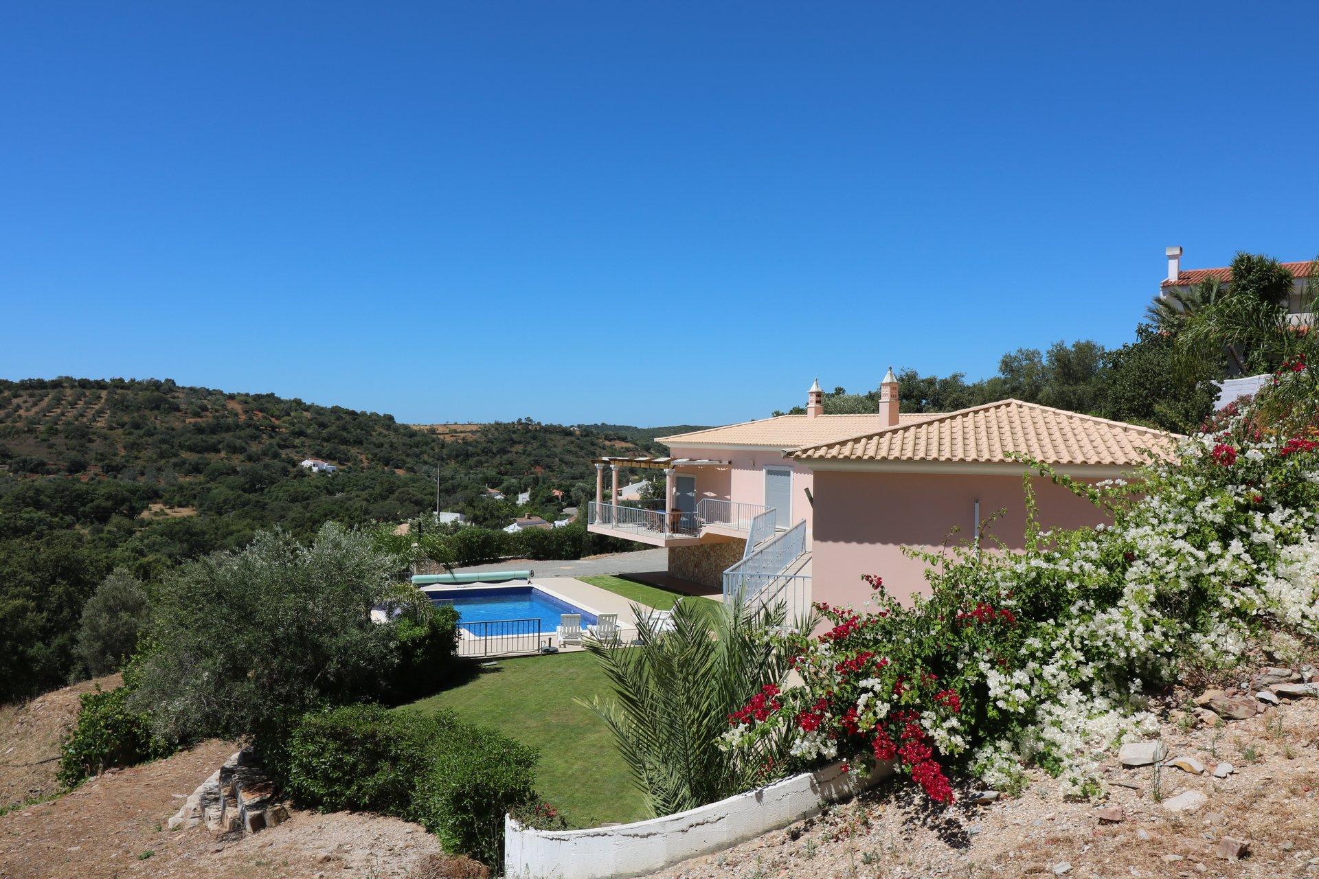 3 Bedroom Villa Sao Bras de Alportel, Central Algarve Ref: JV10359