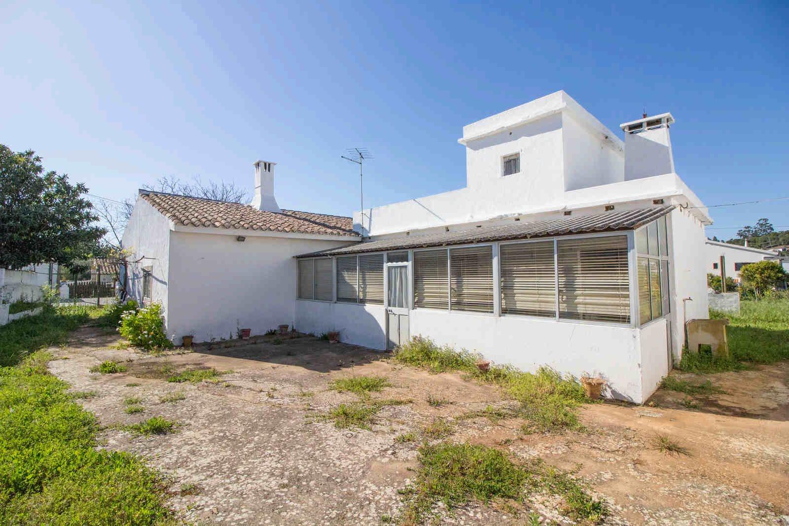 4 Bedroom Villa Sao Bras de Alportel, Central Algarve Ref: PV3482