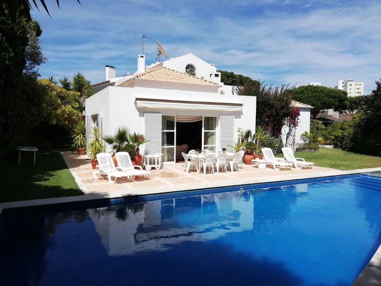 5 Bedroom Villa Cascais, Lisbon Ref: AVM178