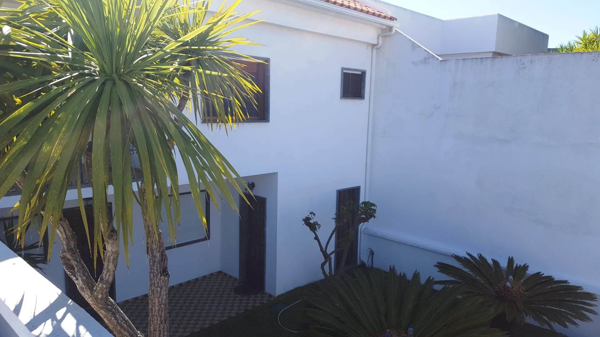 6 Bedroom Villa Cascais, Lisbon Ref: AVI328