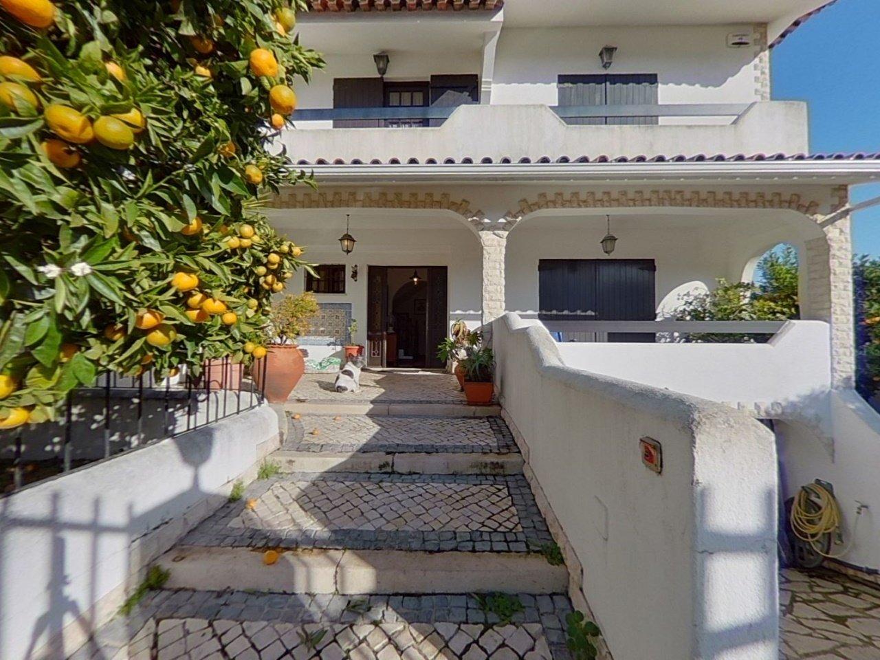 4 Bedroom Villa Cascais, Lisbon Ref: AVM181