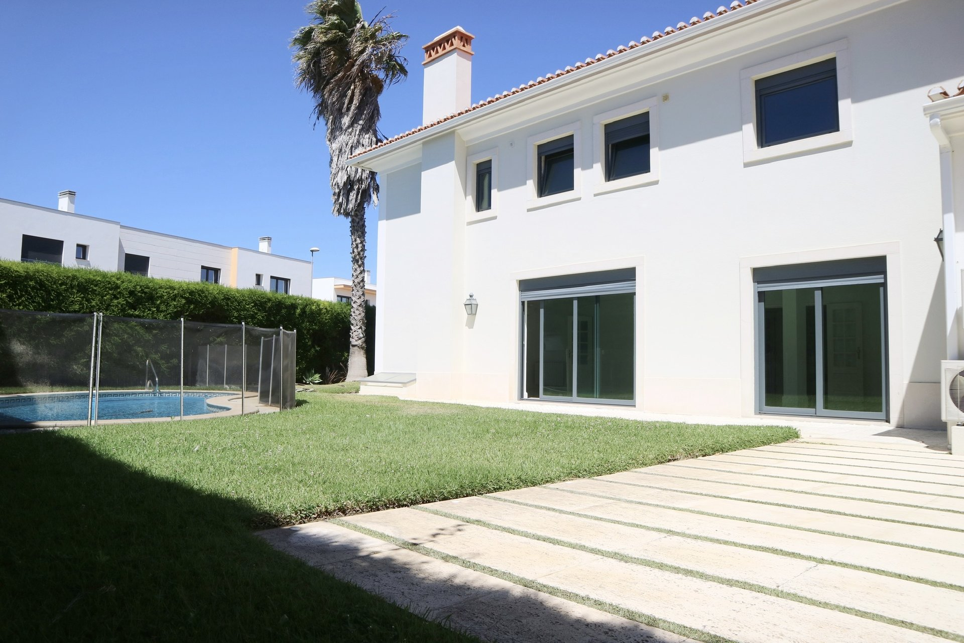 3 Bedroom Villa Cascais, Lisbon Ref: AVI330