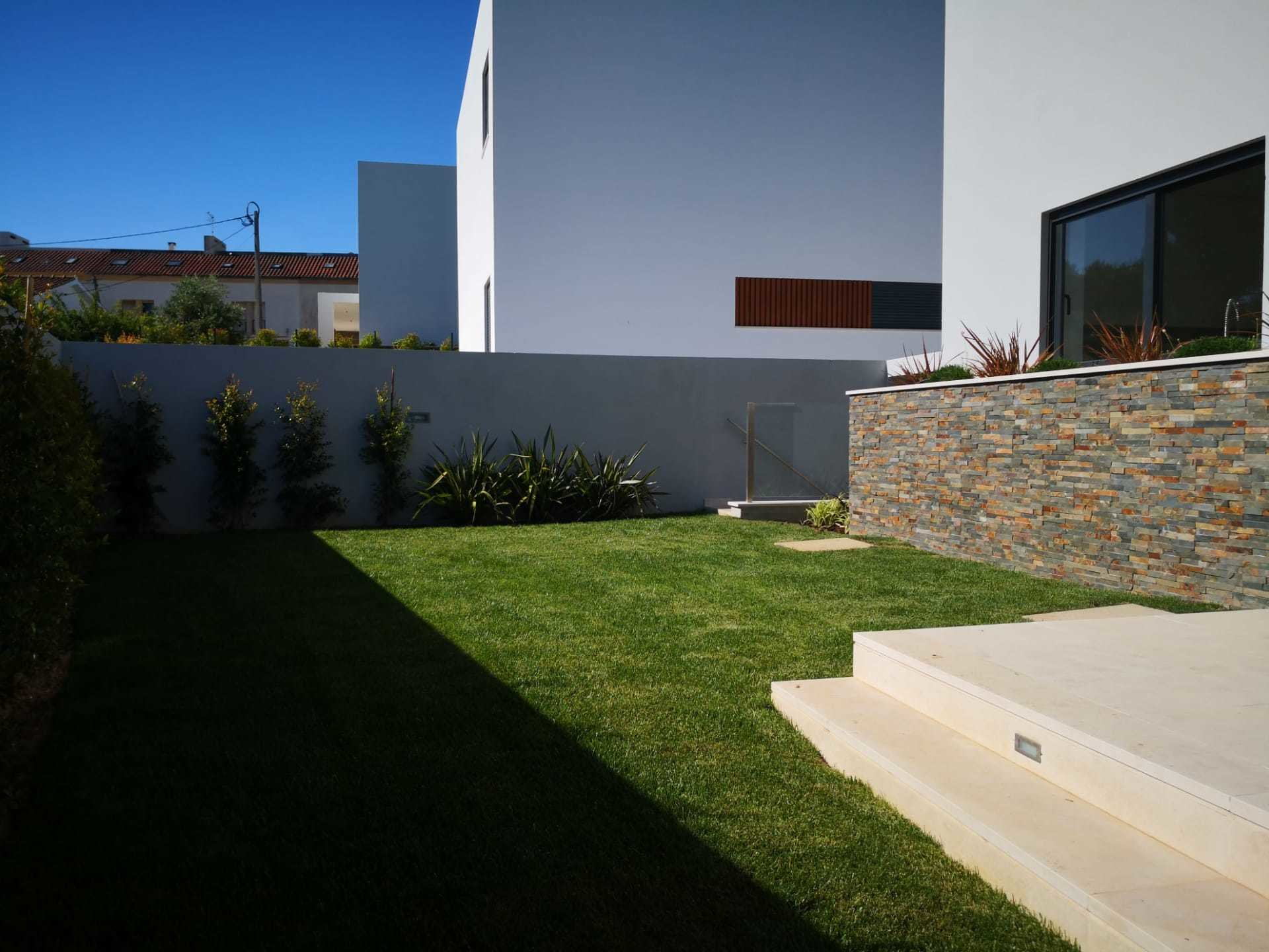 4 Bedroom Villa Cascais, Lisbon Ref: AVI329