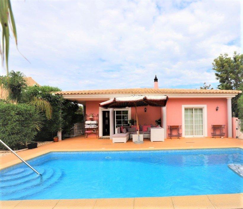 2 Bedroom Villa Praia da Luz, Western Algarve Ref: GV577