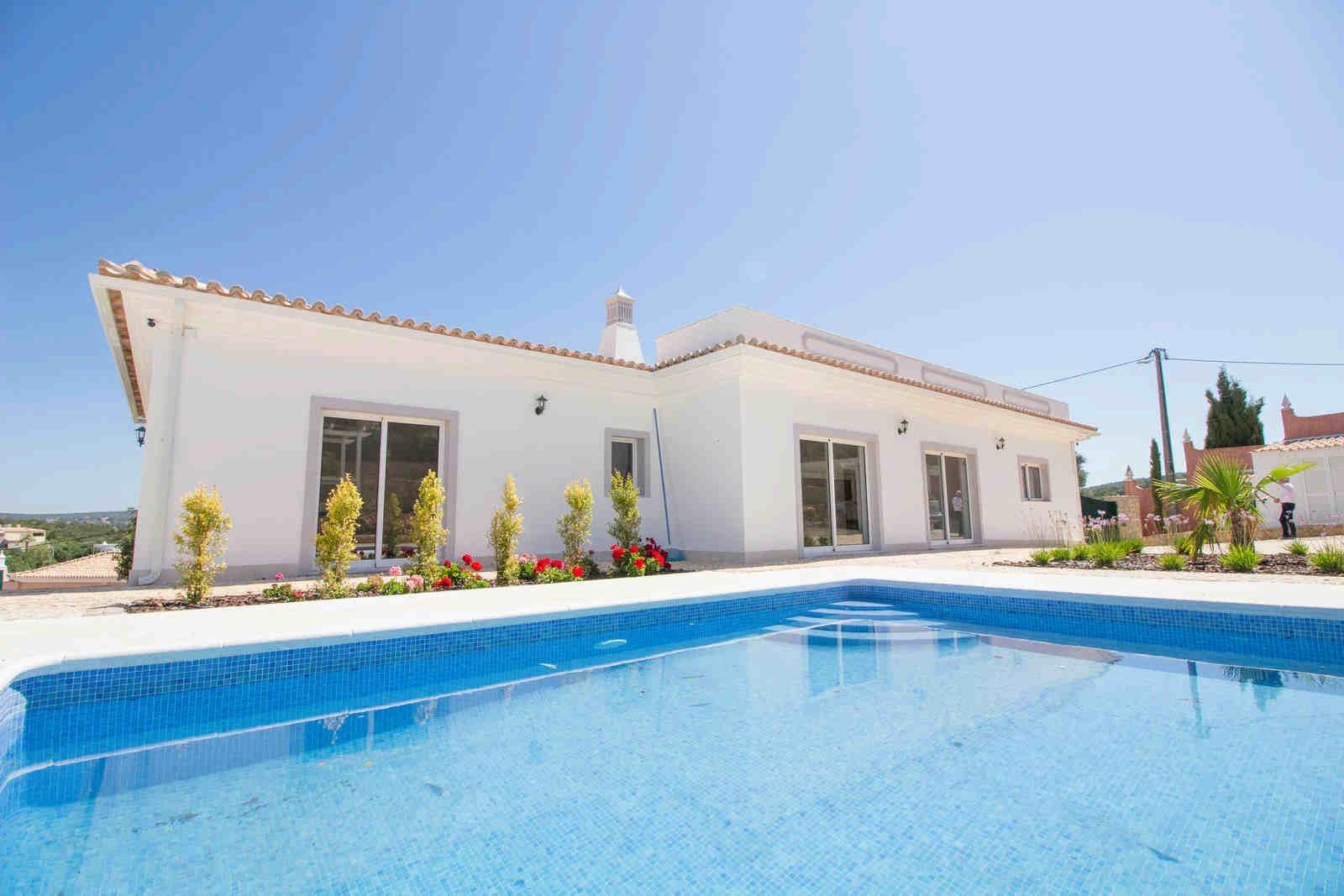 4 Bedroom Villa Loule, Central Algarve Ref: PV3489