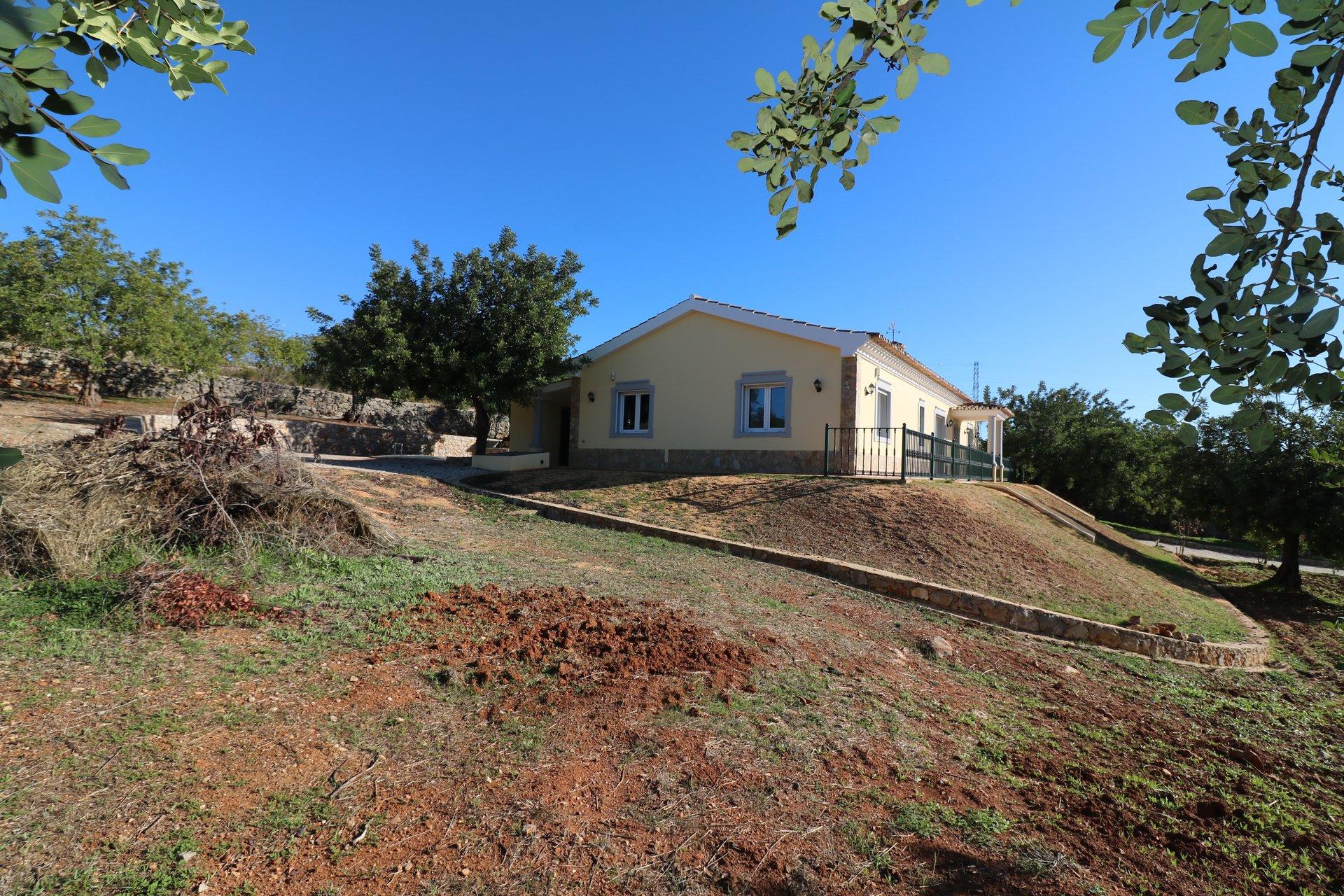 3 Bedroom Villa Sao Bras de Alportel, Central Algarve Ref: JV10223