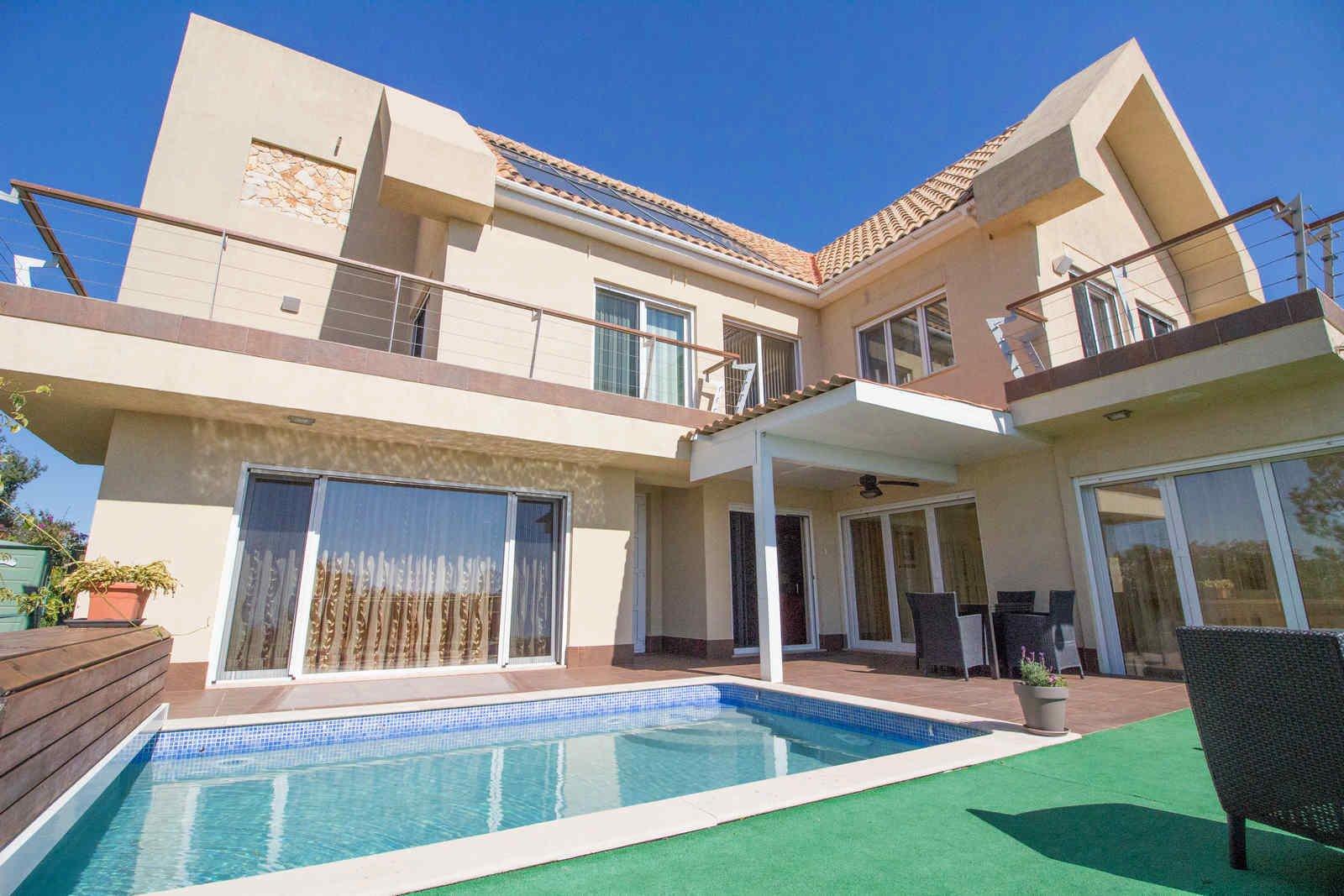 3 Bedroom Villa Almancil, Central Algarve Ref: PV3447
