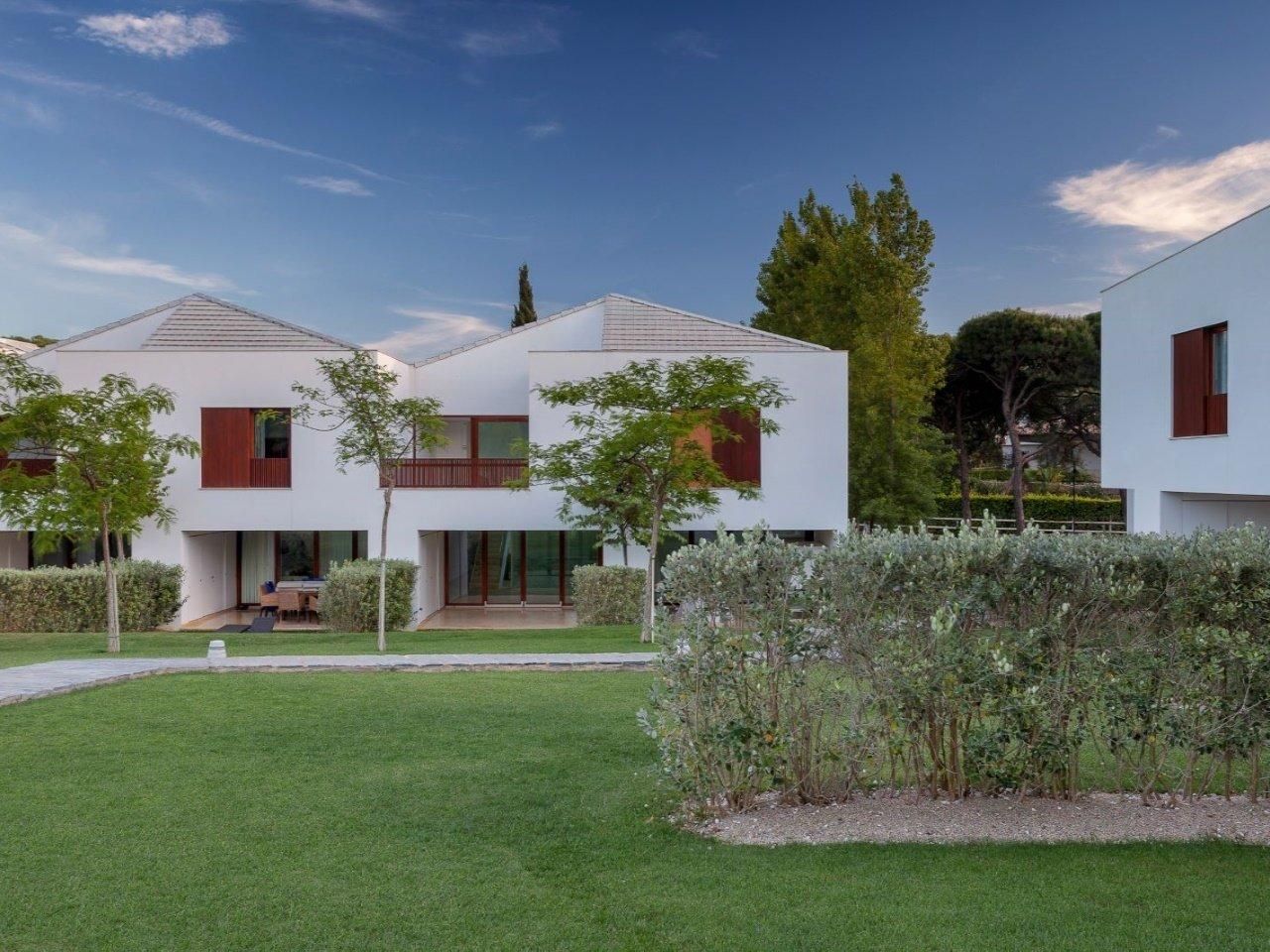 4 Bedroom Townhouse Albufeira, Central Algarve Ref: AVA45