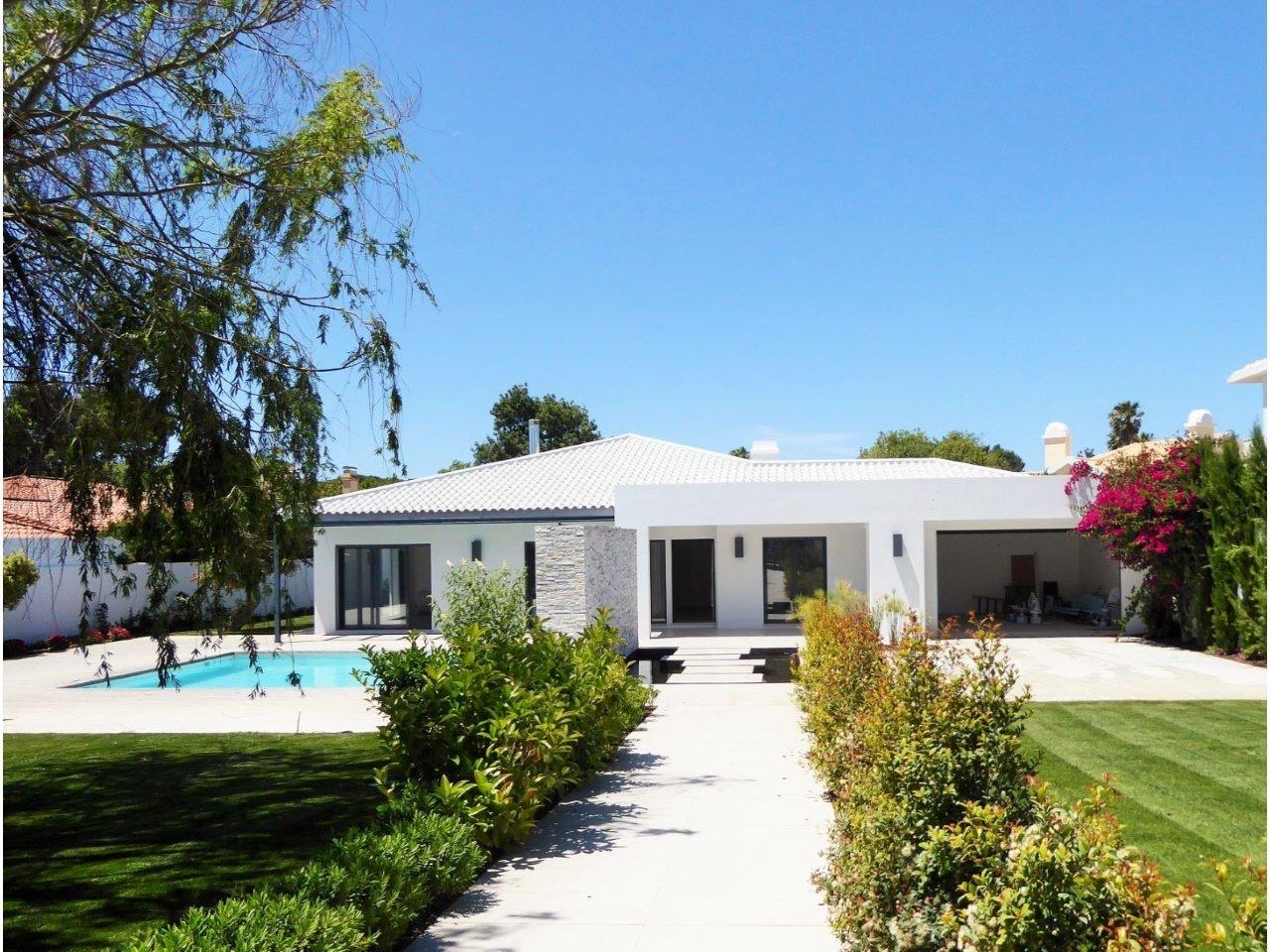 5 Bedroom Villa Cascais, Lisbon Ref: AVM183