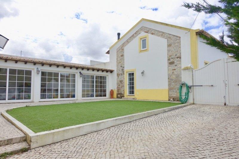3 Bedroom Villa Caldas da Rainha, Silver Coast Ref: AV2001