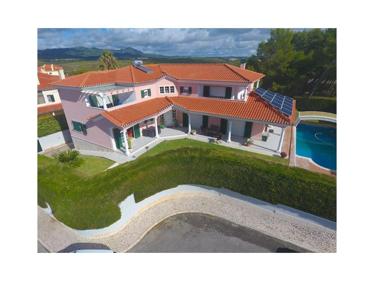 4 Bedroom Villa Cascais, Lisbon Ref: AVM184