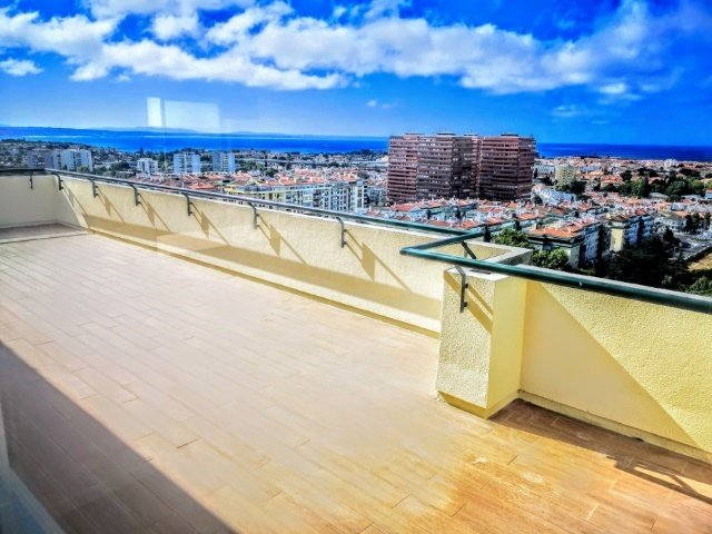 3 Bedroom Apartment Oeiras, Lisbon Ref: AAM185