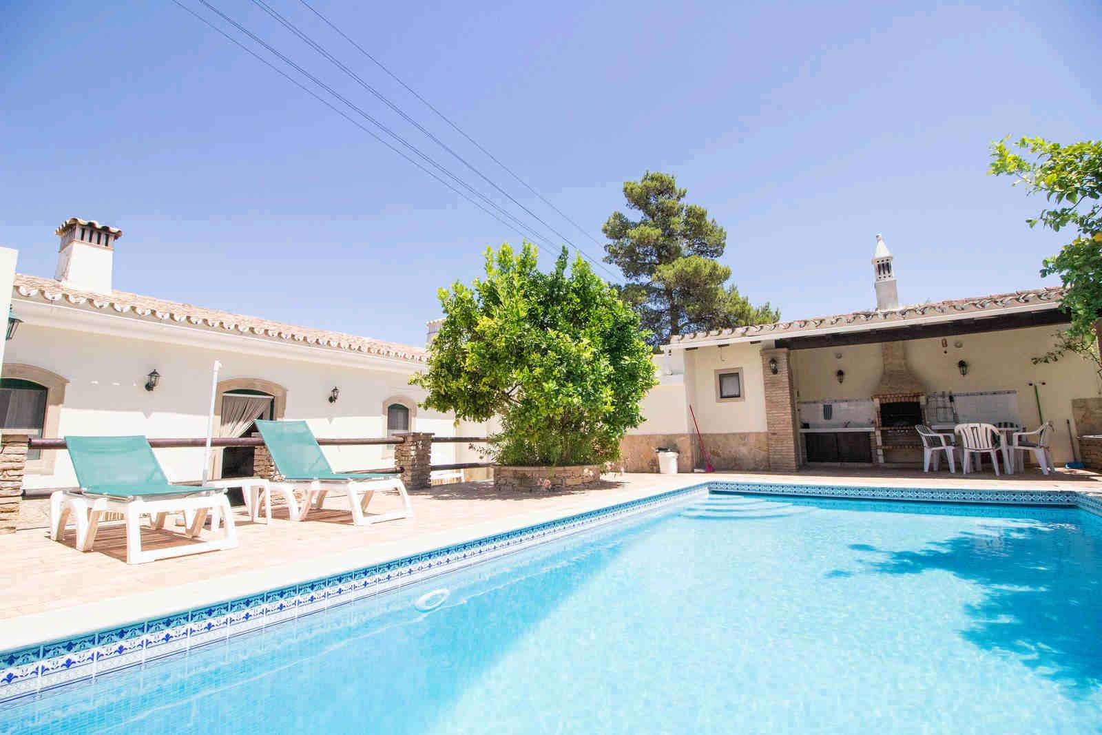 2 Bedroom Villa Sao Bras de Alportel, Central Algarve Ref: PV3501