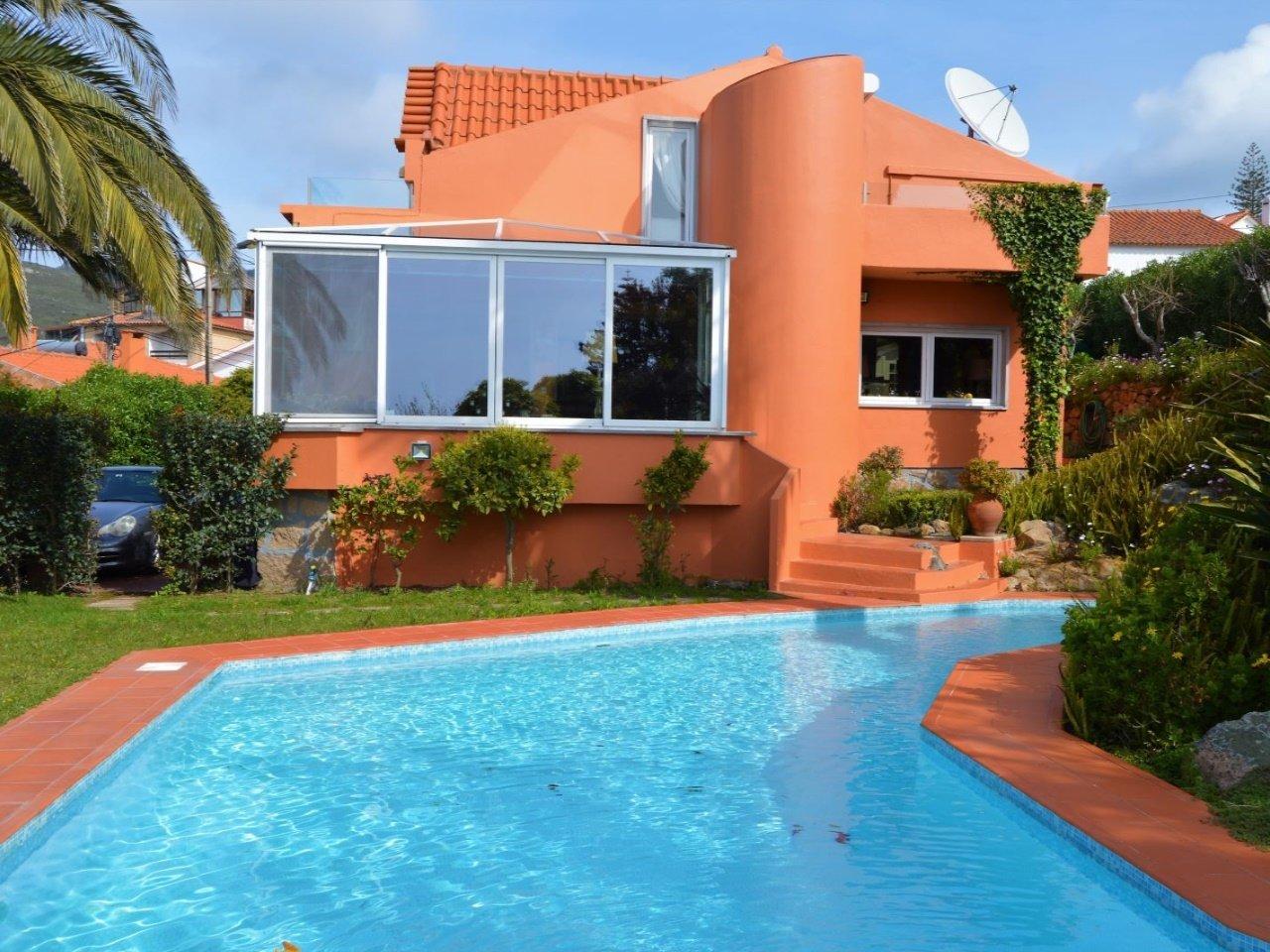 4 Bedroom Villa Cascais, Lisbon Ref: AVM189