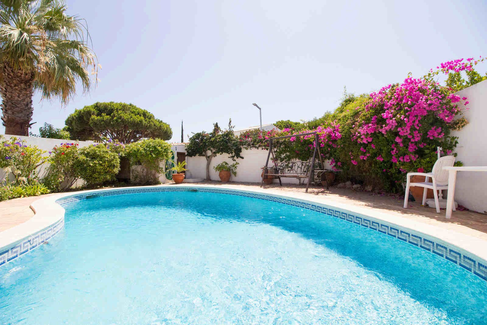 2 Bedroom Villa Almancil, Central Algarve Ref: PV3511