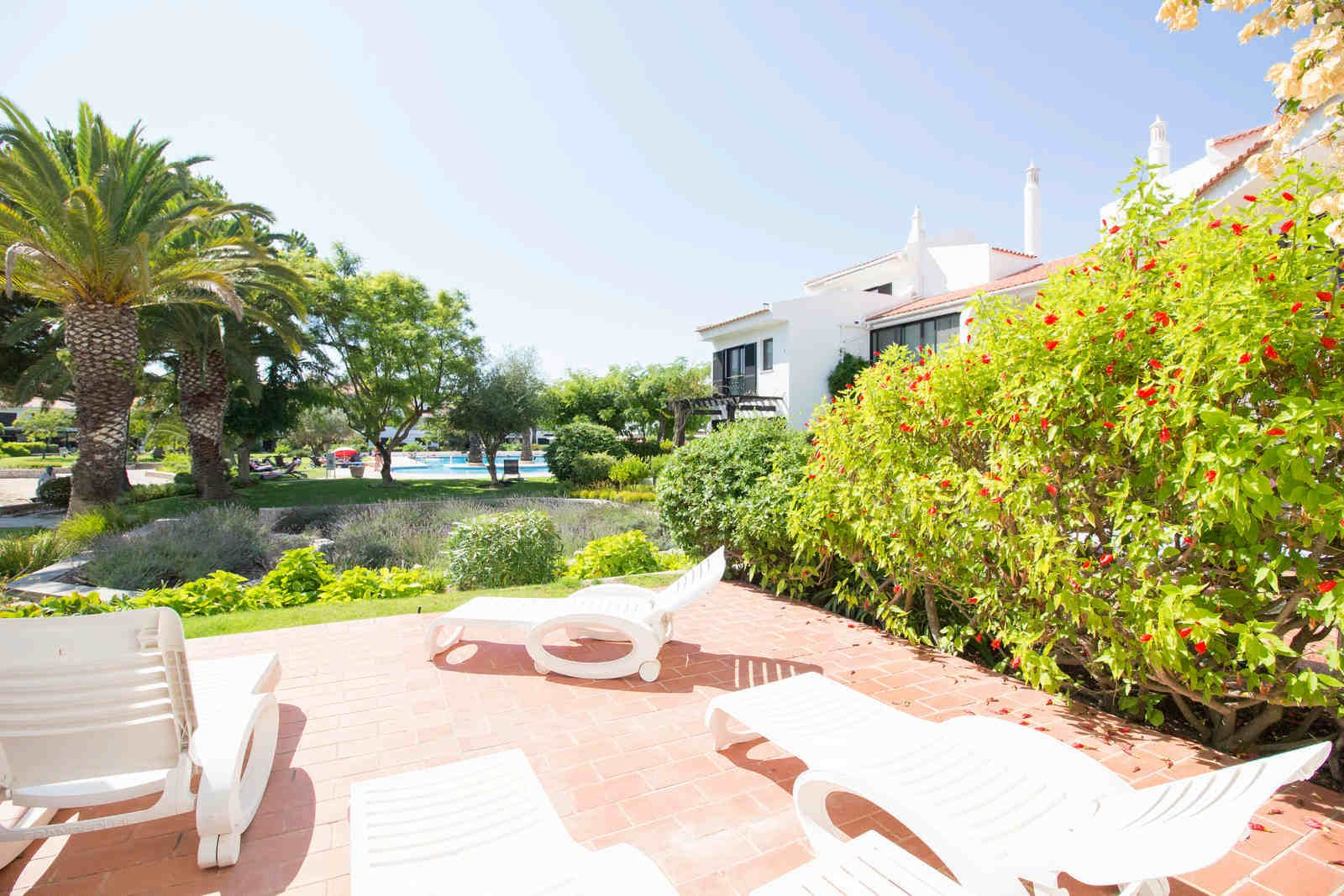 2 Bedroom Apartment Quinta Do Lago, Central Algarve Ref: PA3512