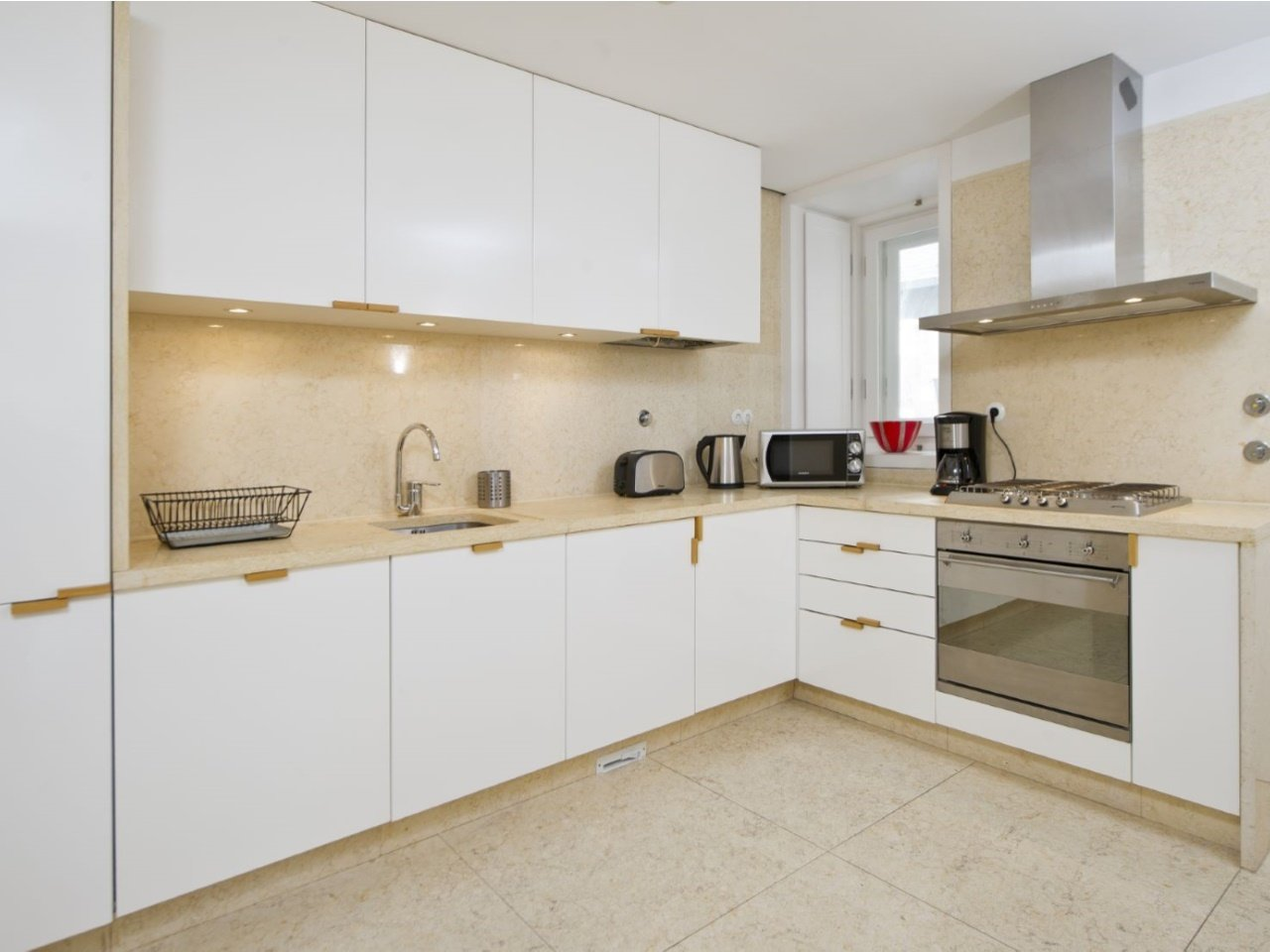 1 Bedroom Apartment Lisbon, Lisbon Ref: AAM196