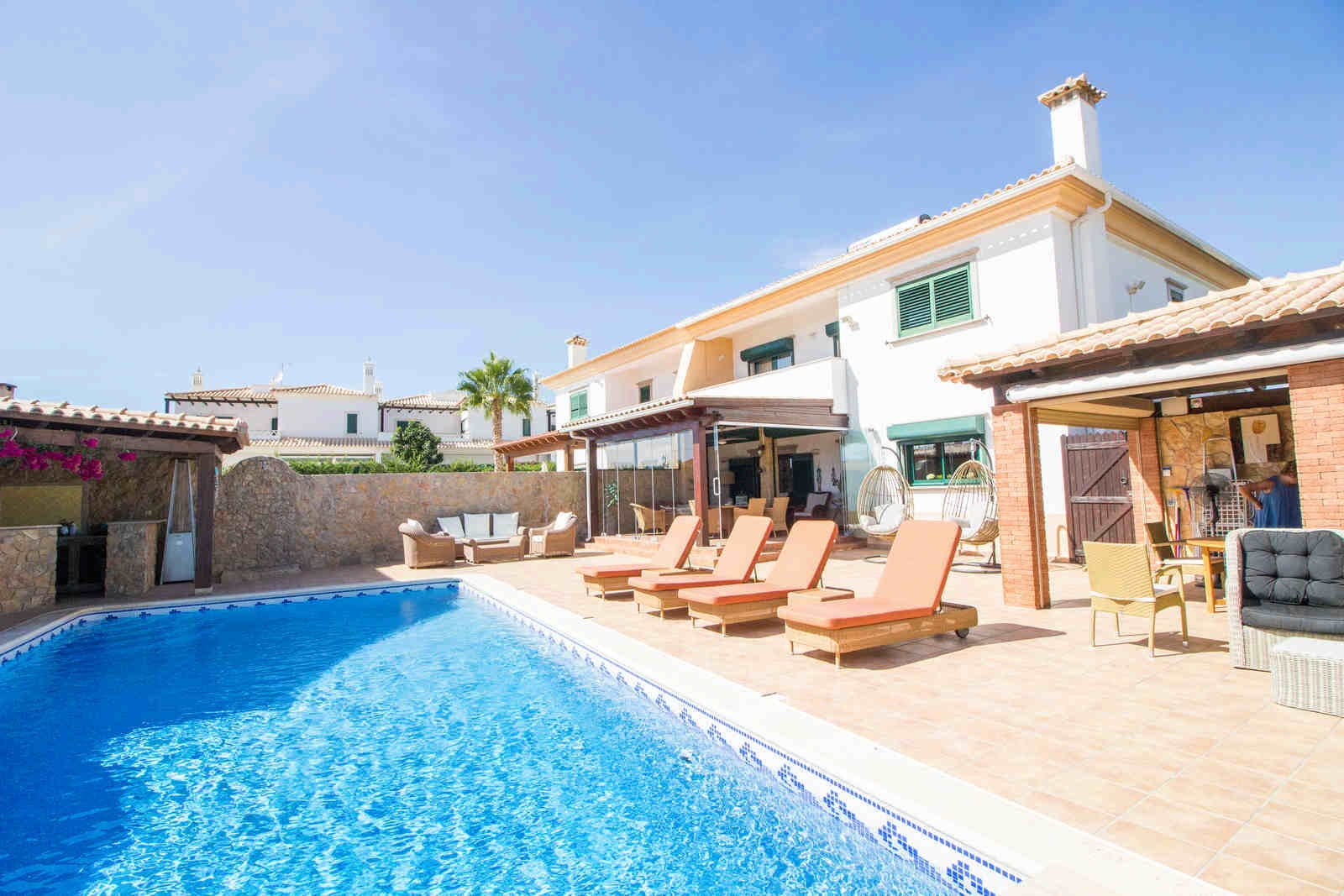 4 Bedroom Villa Almancil, Central Algarve Ref: PV3522