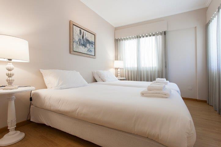 2 Bedroom Apartment Cascais, Lisbon Ref: AAI337