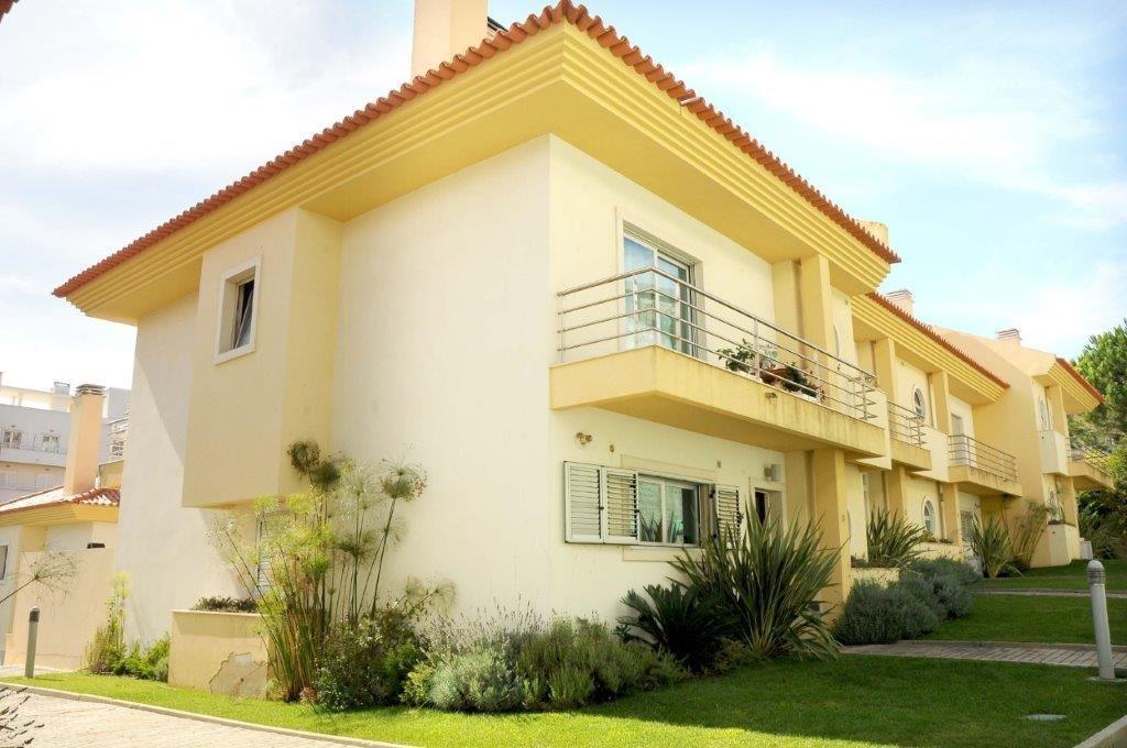 3 Bedroom Villa Cascais, Lisbon Ref: AVI339