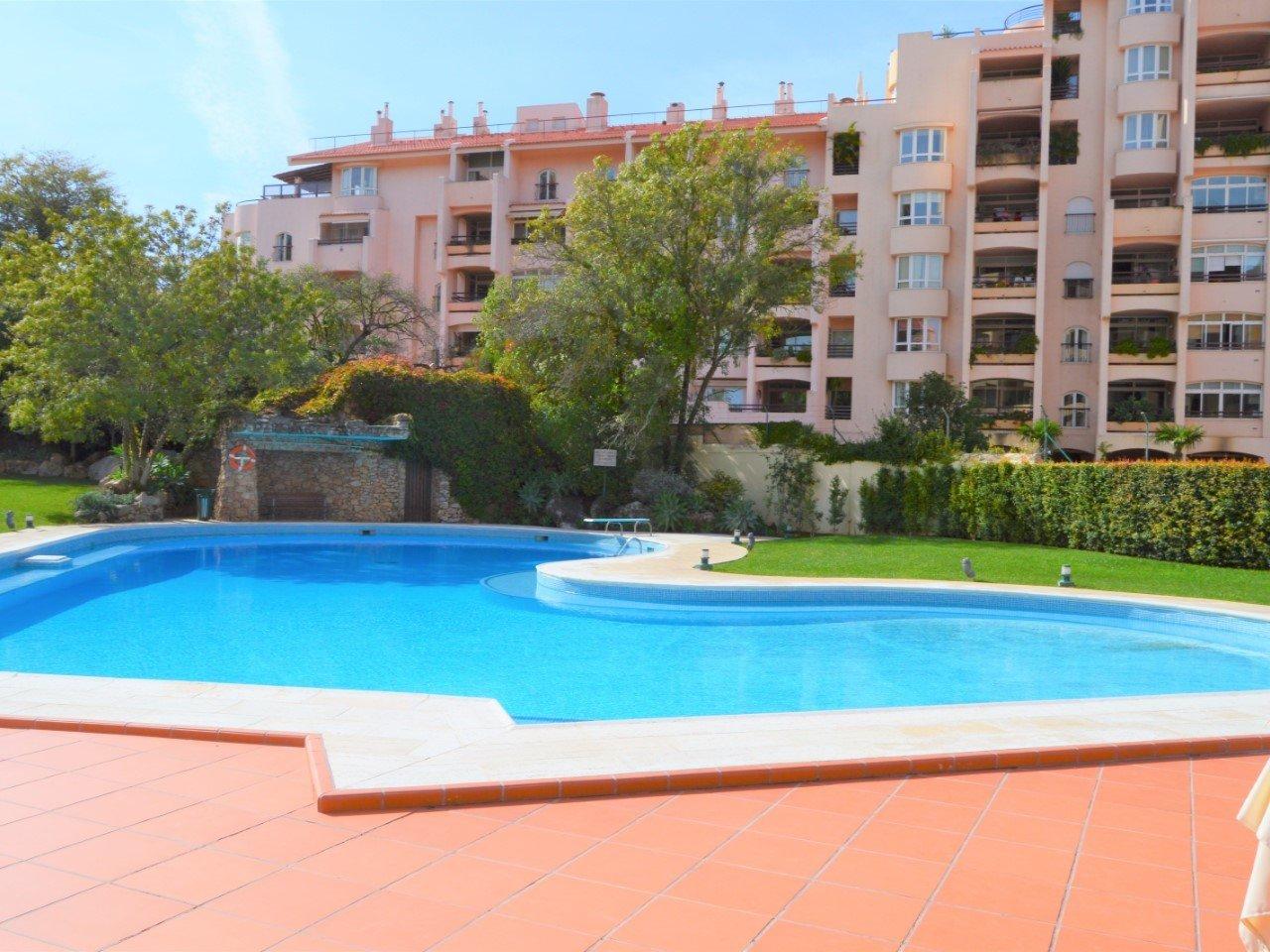4 Bedroom Apartment Cascais, Lisbon Ref: AAM208