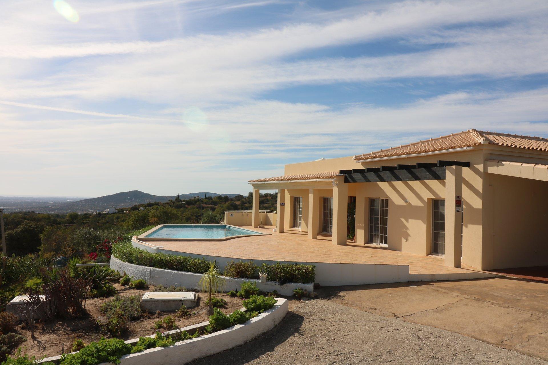 3 Bedroom Villa Estoi, Central Algarve Ref: JV10387