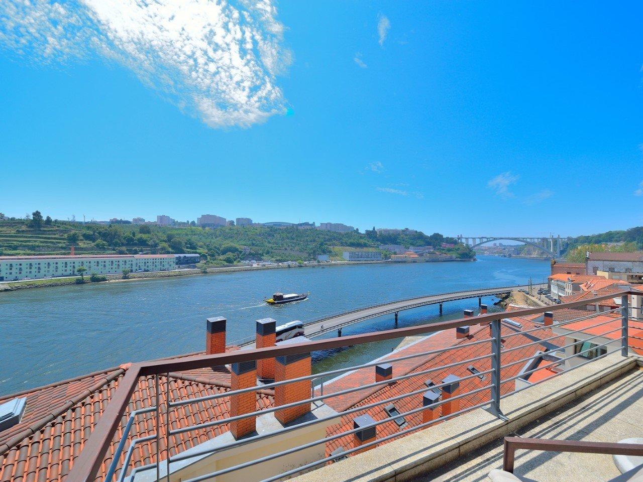 4 Bedroom Apartment Porto, Porto Ref: AAP62