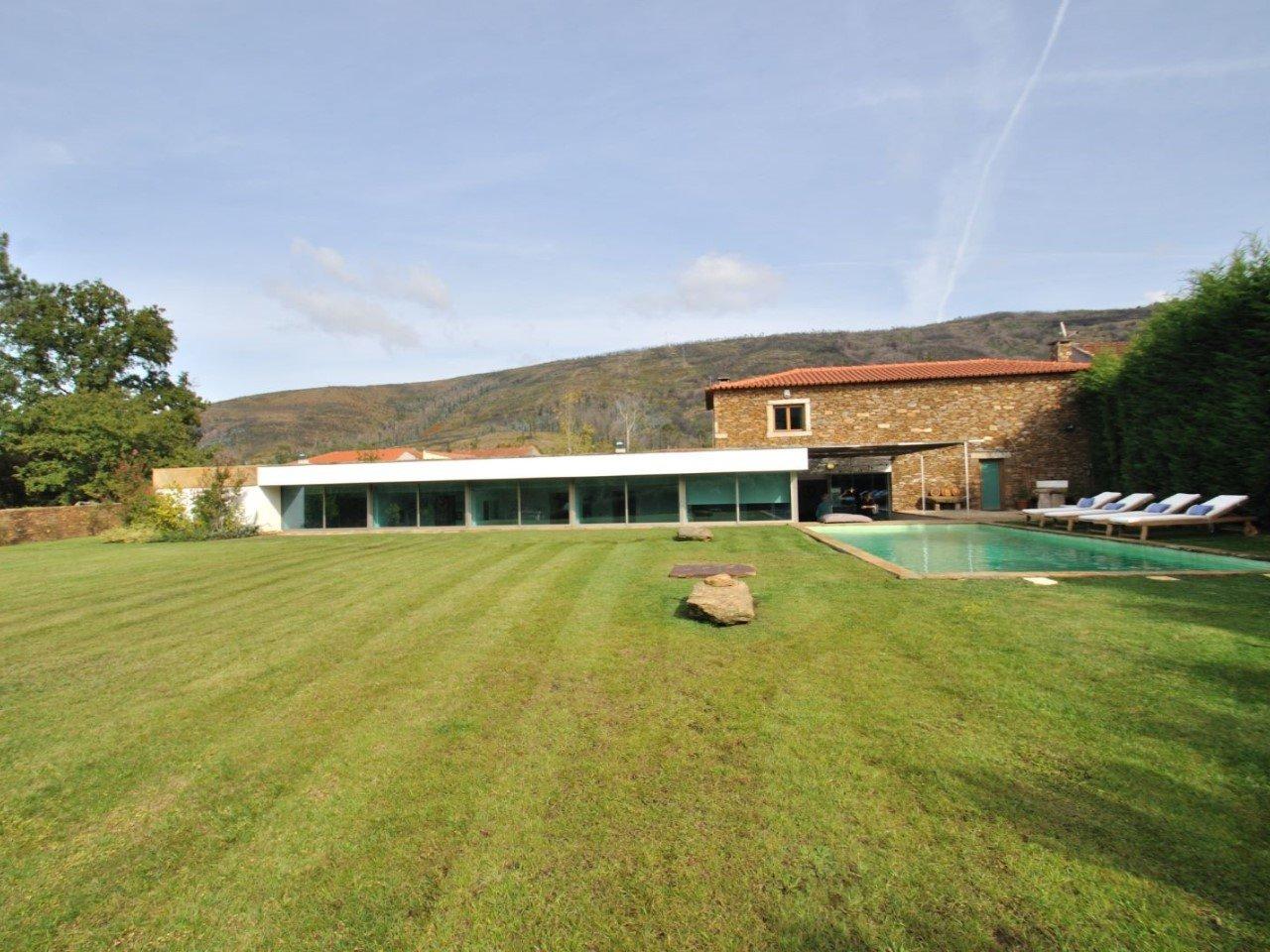 5 Bedroom Villa Porto, Porto Ref: AVP56